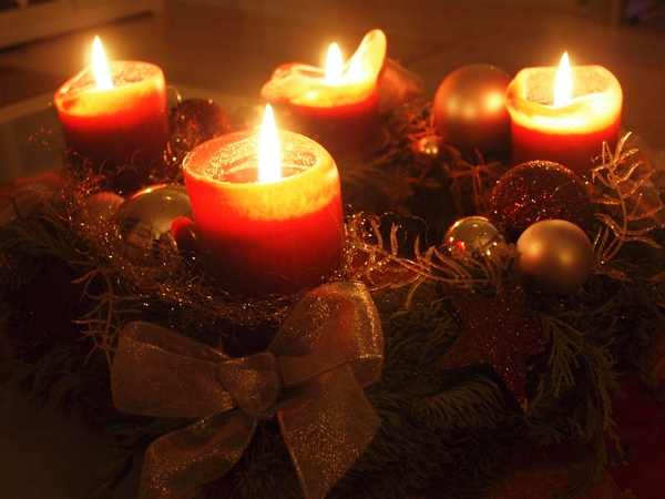 Advent wreath: Advent wreath - all four candles burning