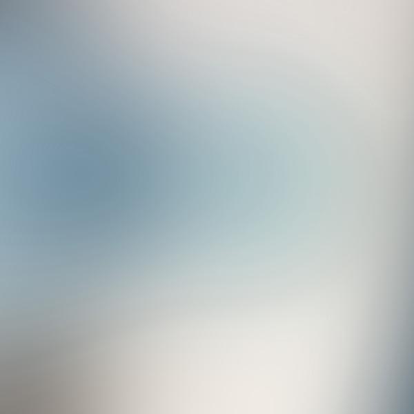 Blurry white wallpaper