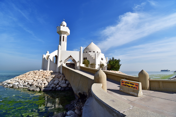 Mosque in the Sea: Beautiful Modern Architecture on this Mosque Located in the sea, and accessed by a bridge from the beach road at the front !