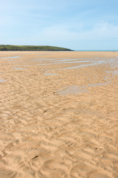 Sandy beach: A sandy beach at low tide in Cornwall, England.