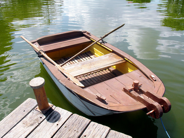 Boat: Boat on a lake.