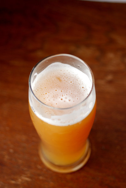 Wheat-germs in the growler 4: Misty beer with foam