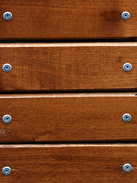 Wood and texture: Lumber mounted with the aluminium rivets