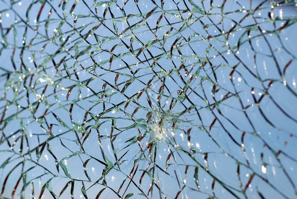 Broken glass texture 4: Cracks on the glass pattern
