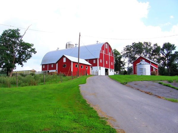 Barn road: Barn in rural Pennsylvania