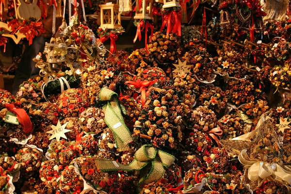 Christmas decorations: Decorations on sale in a traditional Christmas market in Germany