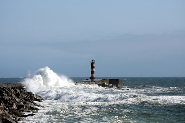 Lighthouse & tidal power 4: Lighthouse & tidal power in Vila do Conde (Portugal)