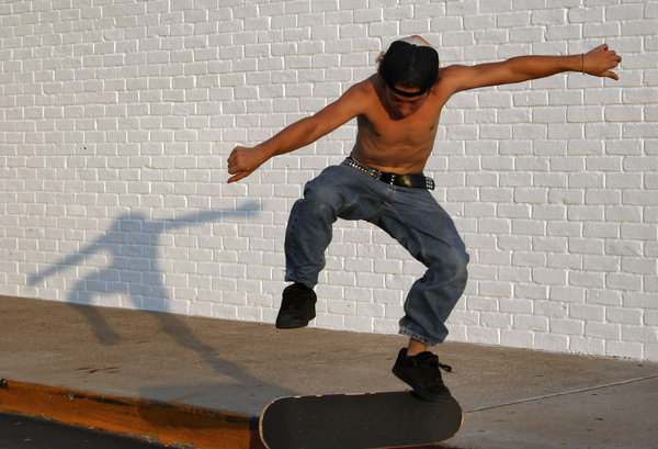 Teen Skateboarding 2: Teen playing