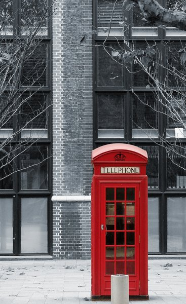 red cabin: English telephone
