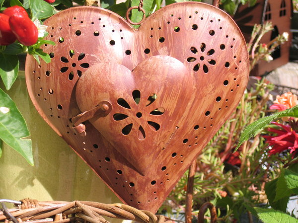 decorative metal heart: decorative metal heart