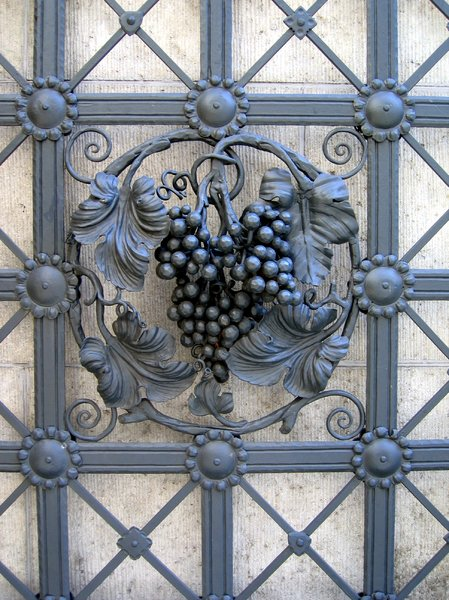 wrought iron wine decoration: wrought iron wine decoration