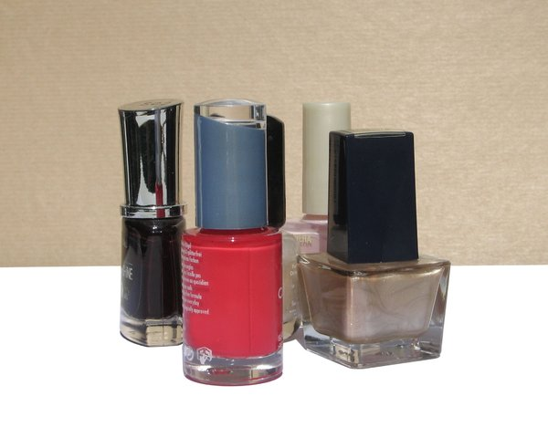 nail polishes: none