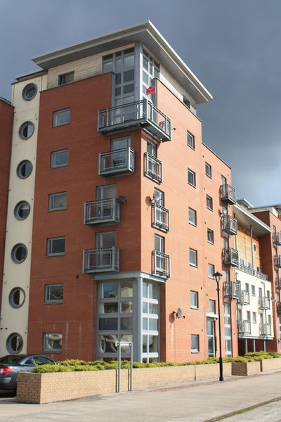 River side apartments: Apartment blocks/flats by the River Tay