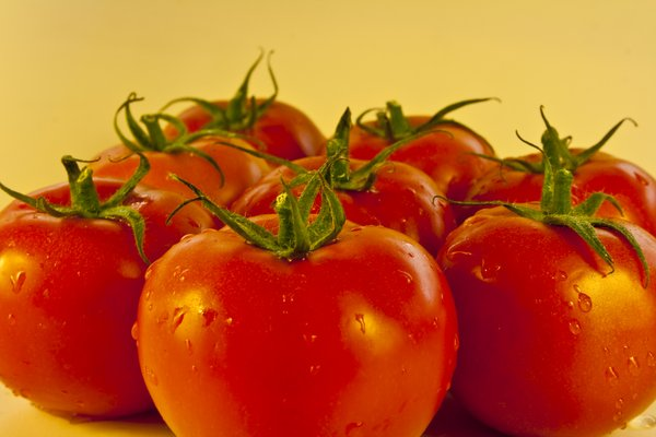 tomatoes: red tomatoes