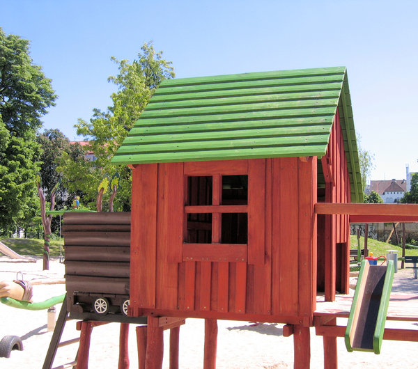 wooden house - playground: wooden house - playground