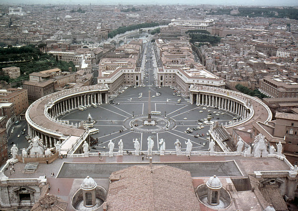 St. Peter's Basilica: Piazza San Pietro at St. Peter's Basilica, Rome.