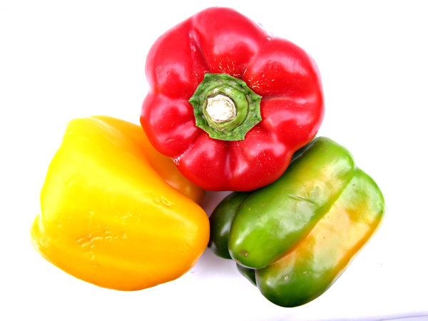 capsicum colours: green, red and yellow capsicums - bell peppers