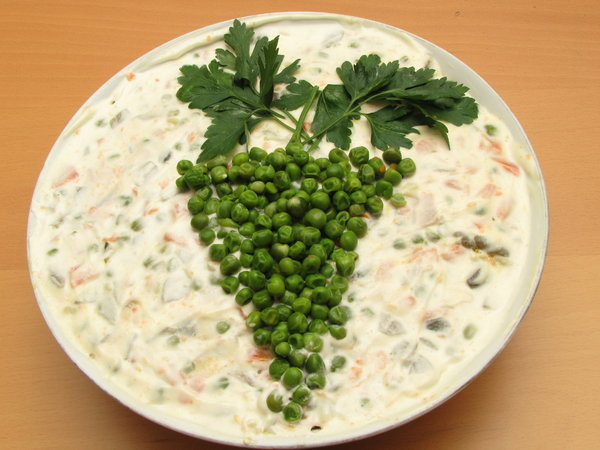russian salad: salad top decoration