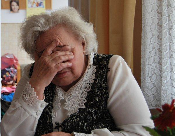 Αποτέλεσμα εικόνας για old woman cry