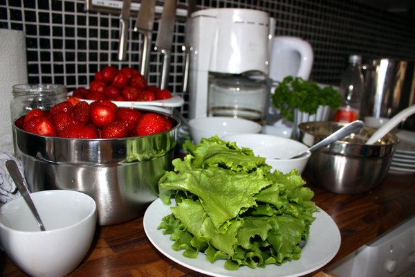 Food: Food, salad, strawberries, kitchen, bowl