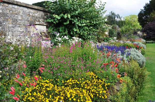 Walled garden: Wallled garden in England