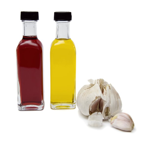 Oil, vinegar and garlic: Oil, vinegar and garlic