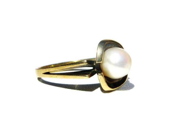 old pearl ring: none