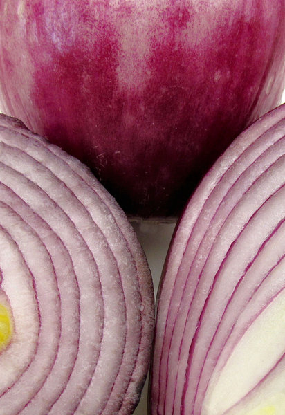 red onions3: shiny, juicy red/Spanish onions