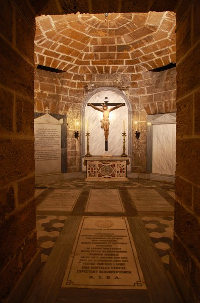 Cadiz cathedral crypt: Please use these images with special delicacy to respect people who rest there.