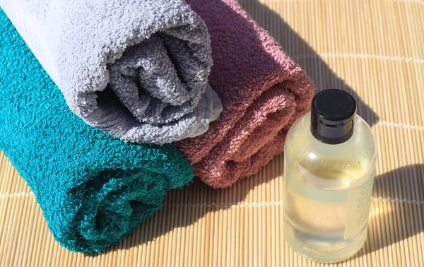 Towels and bathoil: Towels and bathoil
