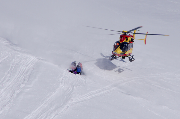 Helicopter rescue: Rescue operation in Valee Blanche, Chamonix, France