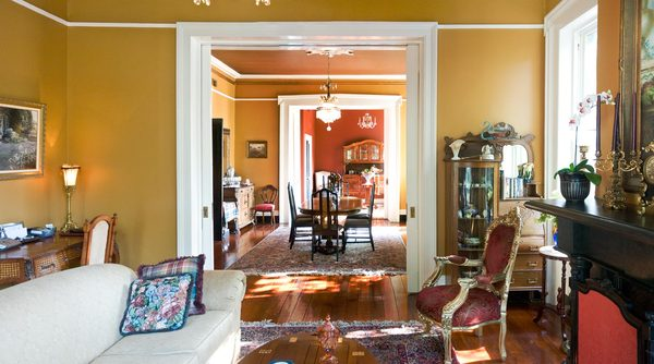 Living Room: A classical American living room