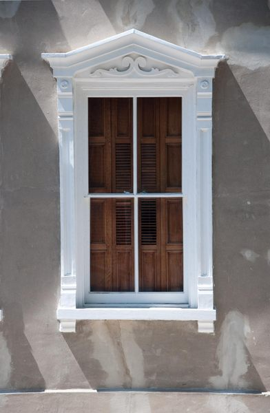 Classical windows: Windows without shutters, almost all late 18thC or early 19th, shot in direct sunlight or midday filtered sunlight. Charleston, South Carolina, USA