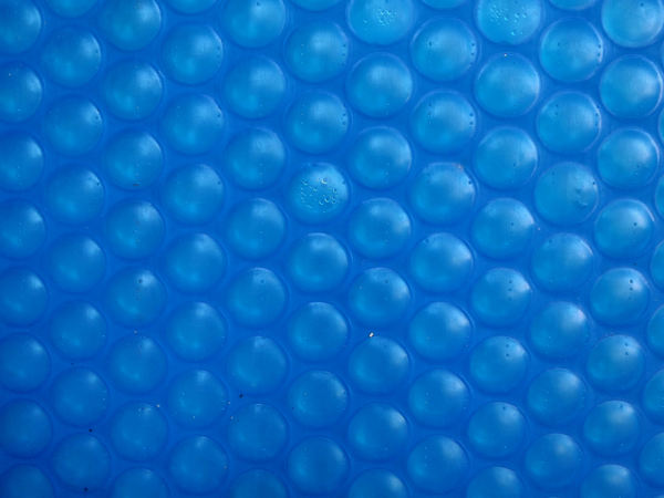 bubble blue4: large  roll of firm blue bubble plastic