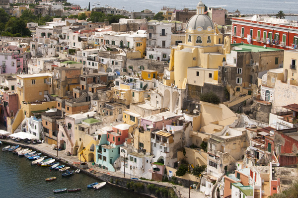 Village at Isola di Procida: Beautiful and colorful - Italian style