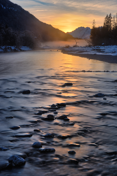 Obere Isar River Winter Sunset: The natural upper Part of Isar River in Winter, Bavaria, Germany