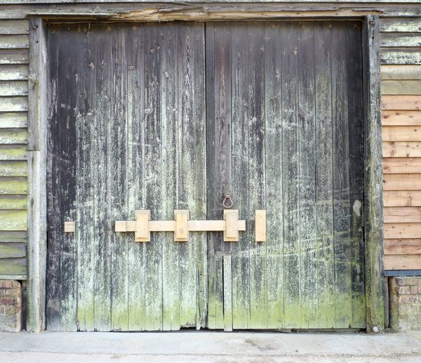 Barn doors: Old wooden barn in Suffolk