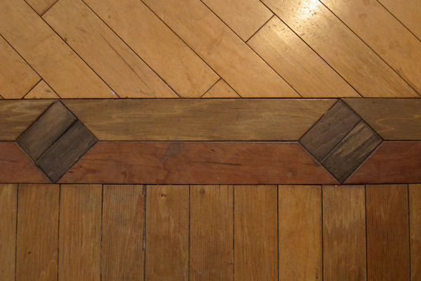 Wood Inlay: Wood inlay floor.