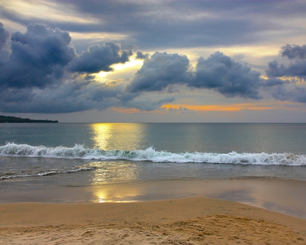 Cloudy Sunset 1: Cloudy Sunset at Bali beach.The image designed to be Windows desktop wallpaper.