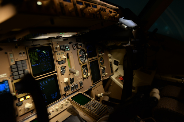 Airline Flight Deck: Plane panel