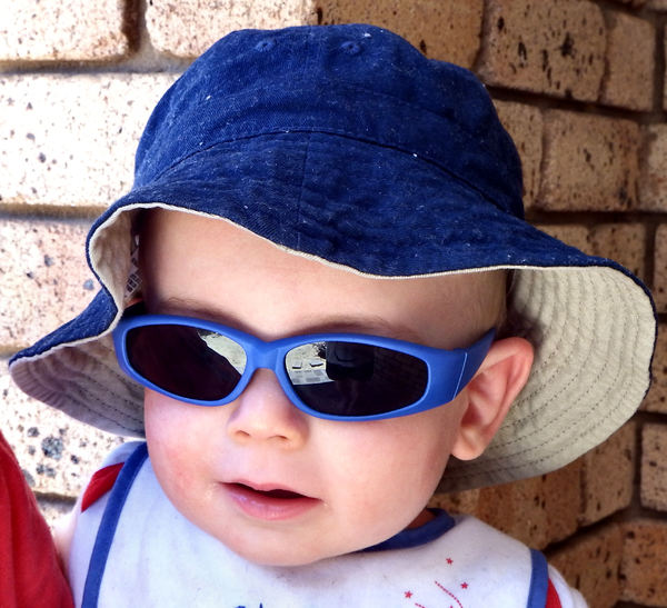 Cool Kid2: baby with sun protective hat and sunglasses