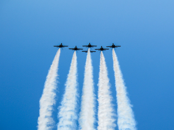 Airplanes: Military airplanes in formation.