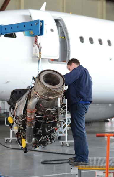 jet engine airplane mechanics and jet engine