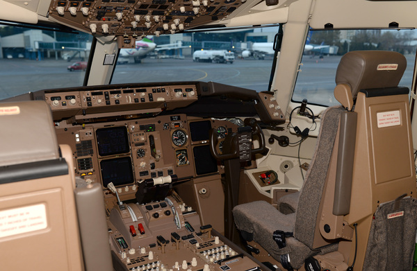 Airline Flight Deck: Cockpit