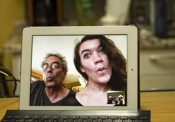 Video Chat: Video communication with family