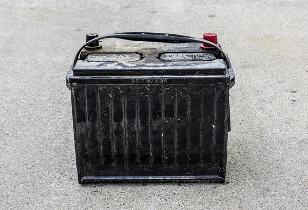 autobatterie wie alt